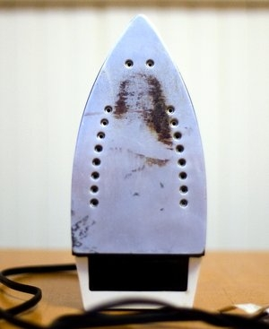 Woman sees an image of Jesus on her iron