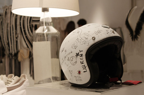 casque customisé à la main