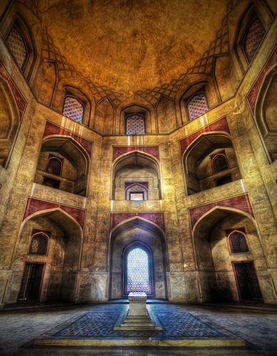 Stuck in India - Humayun's Tomb