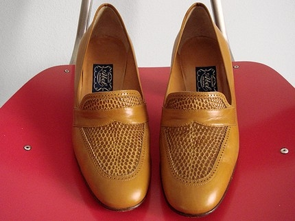 vintage LIBRARIAN heels in BUTTERSCOTCH by principessaemicranie