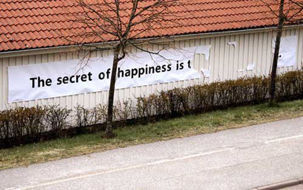 The secret of happiness is t.. - random images - moonbuggy