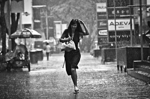 Beautiful Candid Street Photography by Danny Santos | Amusing Planet