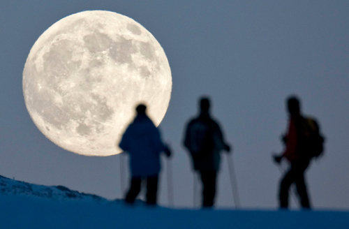 A chilly solstice (and lunar eclipse) - The Big Picture - Boston.com