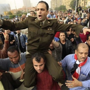 In Egypt, protesters and soldiers declare: The army and the people are one