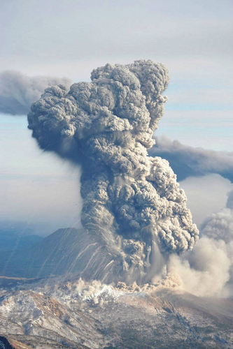 Eruption du volcan japonais Shinmoe