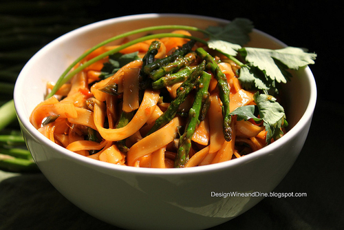 Spicy Peanut Sesame Noodles with Asparagus, Ginger and Scallion | Flickr : partage de photos !