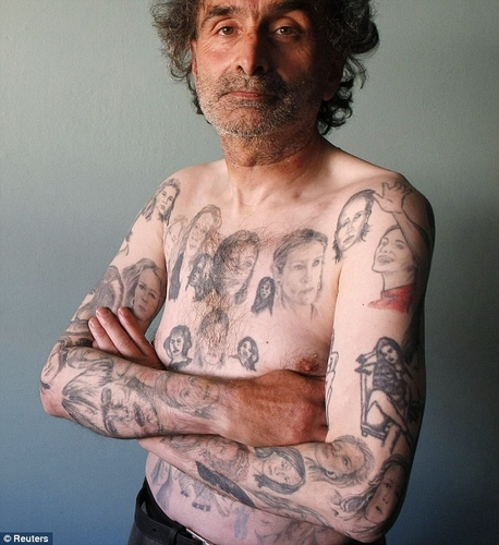 Julia Roberts fan has 82 tattoos of her face on his body
