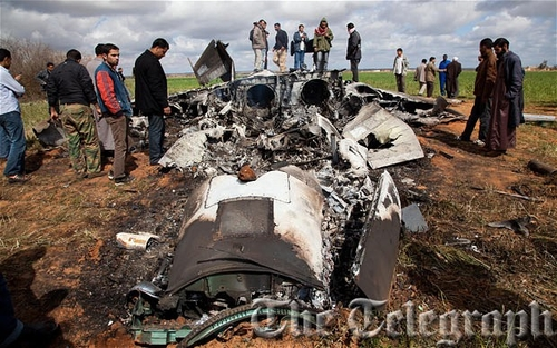 Libya: picture of American fighter jet crash lands in field near Benghazi