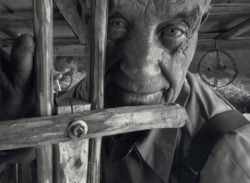 Cecil, The Woodworker, 1992 - Photographie de Shelby Lee Adams