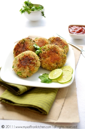 Aloo Tikki {North Indian Street Food} #food #cuisine #recette