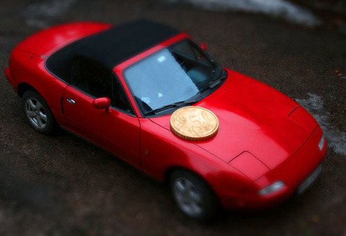 Large Objects Shot as Miniatures Using a Giant Coin and Tilt-Shift Effects