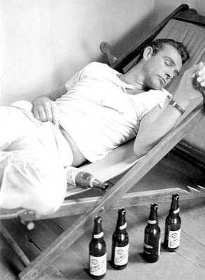 Rare Photographs of Celebrities. : Sean Connery, a beer fan