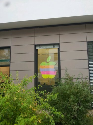 Post-it® War : Hommage de bureau à Steve Jobs