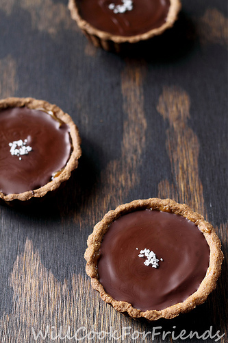 Vegan Dulce De Leche & Salted Caramel Chocolate Tartlets  #food #recettes #recipes #cuisine