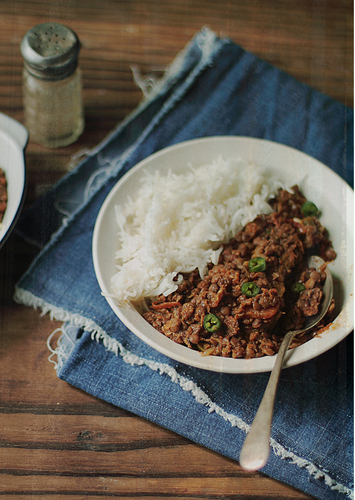 Masoor Dal with Bell Peppers and Avocado Ginger Mash  #food #recettes #recipes #cuisine