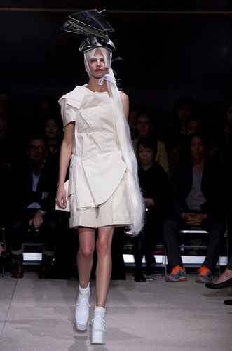 #fashion week : COMME DES GARÇONS Muslin dress patterns sewn together randomly, over shorts.