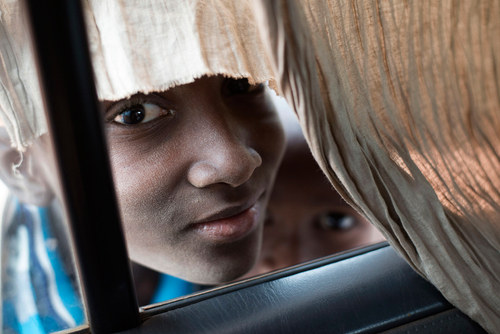Malian children look inside a car on Jan. 27 in Konna #Mali