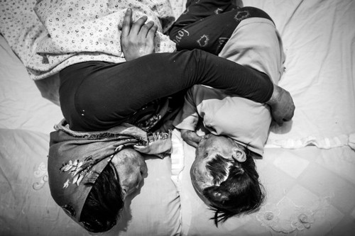 Rana Afghanipour sleeping with her mother