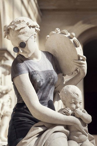 classical-sculptures-hipsters-7.jpg 565 × 848 pixels