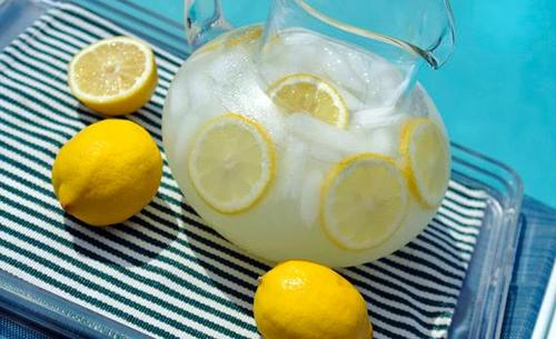 Lemonade on a hot day: Why are acidic drinks refreshing?