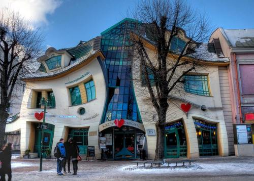 la Crooked House, le bâtiment le plus photographié de Pologne !