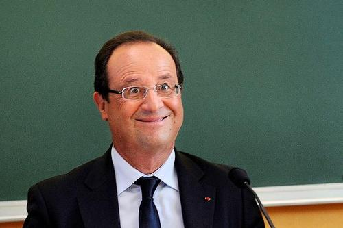Hollande 'village idiot' photo sparks censorship row after image is withdrawn | The Times