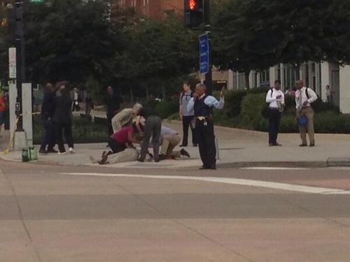 washington navy yard shooting : photo of the scene