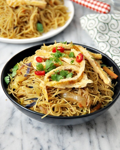 One-Pan Singapore Noodles Recipe