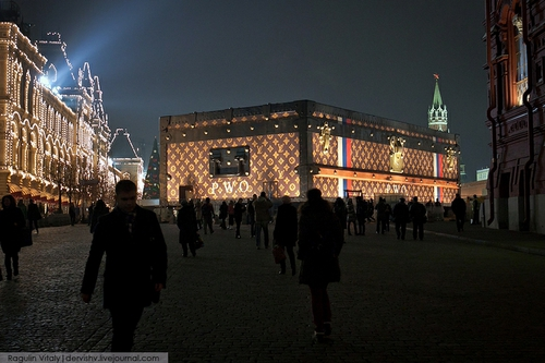 Louis Vuitton Suitcase On Red Square | English Russia