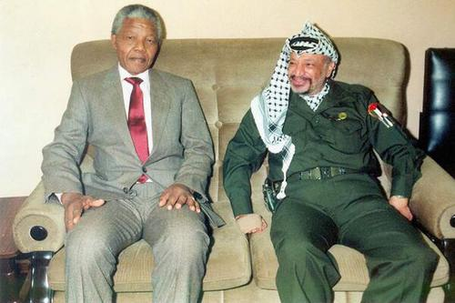 Another amazing picture : President Nelson Mandela and President Yasser Arafat.
