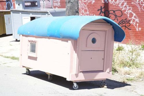 he turns garbage into shelters for the homeless   #homelessarchitecture