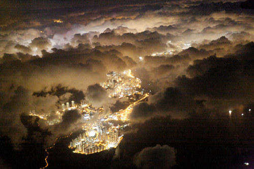 Spectacular Views Out Airplane Windows : Hong Kong at night