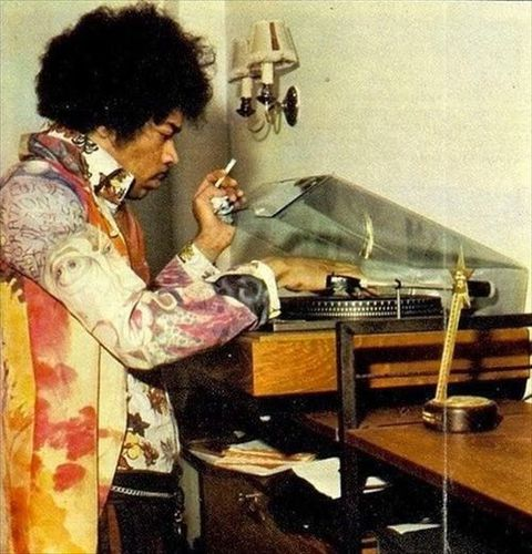 jimi hendrix playing a vinyl record