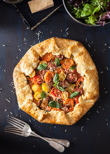 Tomato & Zucchini Galette with Parmesan Crust - Flour and Aprons #food #recette