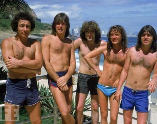 AC/DC in bathing suits, 1985