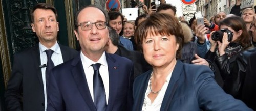 Hollande copieusement sifflé à Lille