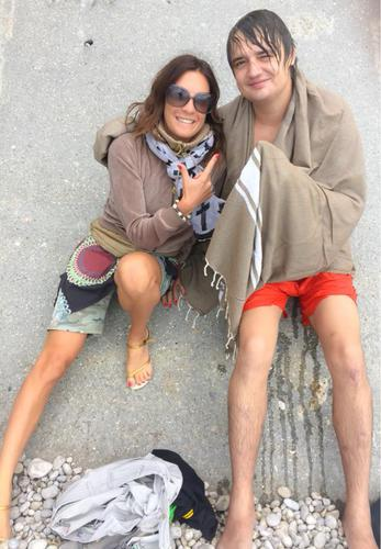 Eve Angeli ravie de rencontrer Pete Doherty à la plage