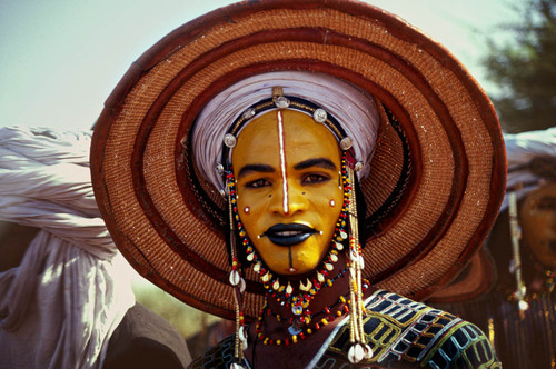The Male Beauty Contest of the Sahara Desert | Messy Nessy Chic