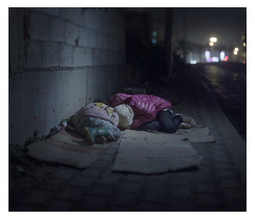 Photographer captures haunting images of Syria's lost children