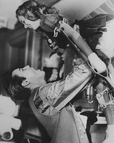 Celeb Pic : Elvis with a young polio patient, 1958