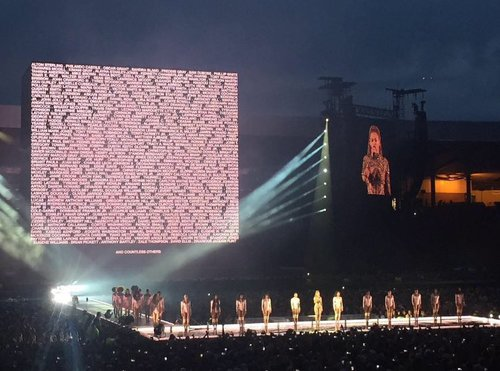 Beyonce just paused her show in Glasgow for a moment of silence, displaying victims of police brutal