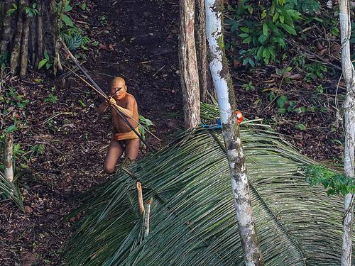 Photographer captures images of uncontacted ancient Amazon tribe