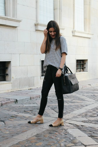 Outfit with striped shirt, leather pants and shoes