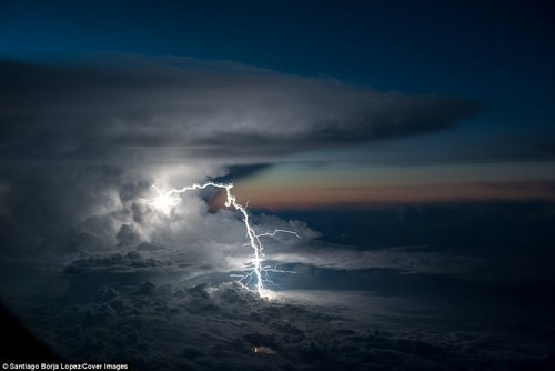 Airplane pilot captures lightning strike over the Amazon | Daily Mail Online