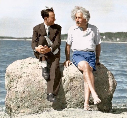 Photo colorisée : Albert Einstein sur la plage de Long Island, 1939