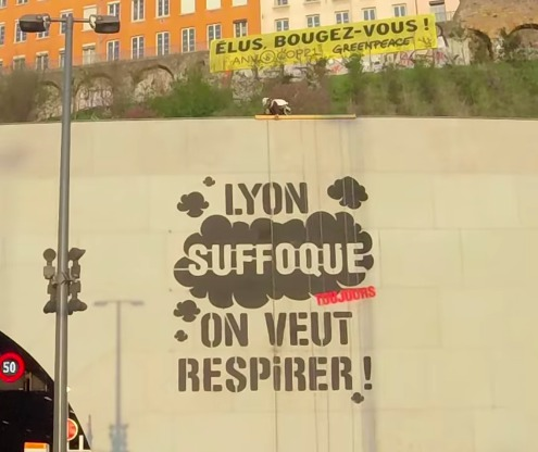Greenpeace à Lyon  : un graff géant contre la pollution de l'air