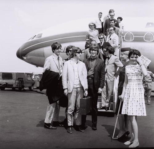 Les Beatles en 1965 à l'aéroport de Lyon Bron - Photo de Mario Gurrieri