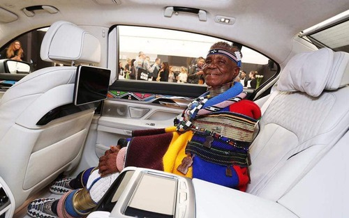 South Africa 🇿🇦  Esther Mahlangu, 81-Year-old South African artist, decorates cars and houses
